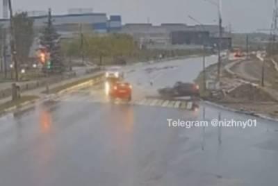 Два человека пострадали при столкновении легковушек в Выксе