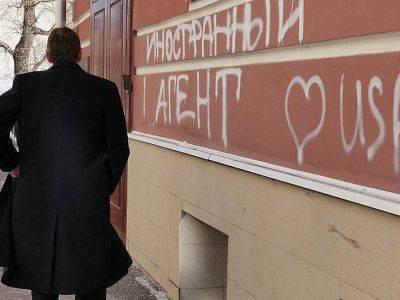 """Суд отказался исключить журналистов Илью Рождественского и Елизавету Маетную из списка """"иноагентов"""""""