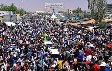 В Судане протестующие перекрыли нефтепровод и заблокировали аэропорт