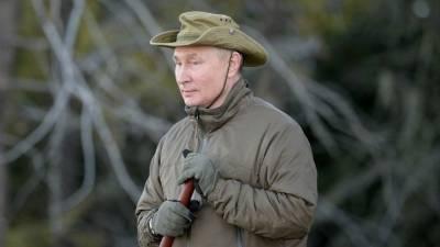 Песков рассказал, кто обеспечивал безопасность Путина на отдыхе в тайге