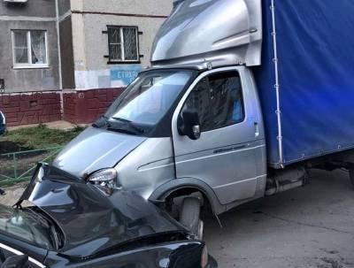 """Пьяный водитель черного """"бумера"""" стал виновником ДТП в Липецке"""
