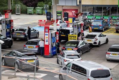 В Великобритании начались драки на заправках из-за дефицита бензина