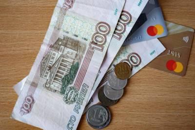 Псковские родители-пенсионеры могут получать доплату за детей-студентов