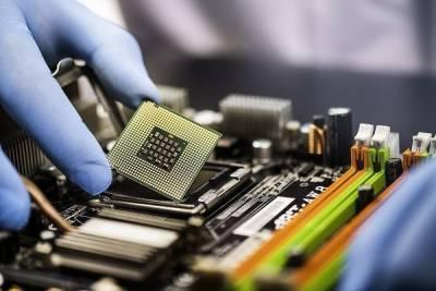 Производители электроники не могут найти себе работников. Тех, что есть, заваливают бонусами и поднимают зарплаты