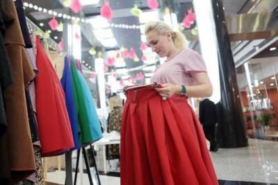 Опрос показал, что больше половины россиян экономят на одежде и обуви