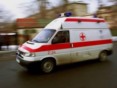 С перекрестка в Киришах, который не поделили легковой автомобиль и «скорая», увезли четырех пострадавших