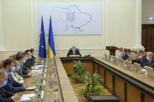 """В Украине могут """"слететь"""" три министра: нардеп назвал фамилии"""