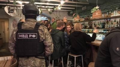 Полиция изъяла в ночных клубах Петербурга 12 баллонов с веселящим газом