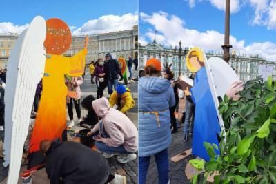 В центре Петербурга появились 12 ангелов науки