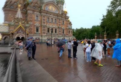 В Петербурге в 2021 году побывало в восемь раз меньше туристов, чем до пандемии