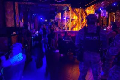 Власти провели антиковидный рейд по барам и клубам Петербурга