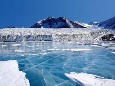 Северный флот России проводит учения в Арктике